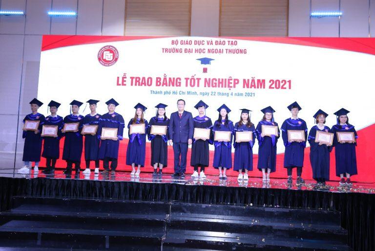 Đong đầy cảm xúc Lễ trao bằng tốt nghiệp tại Cơ sở II trường Đại học Ngoại thương