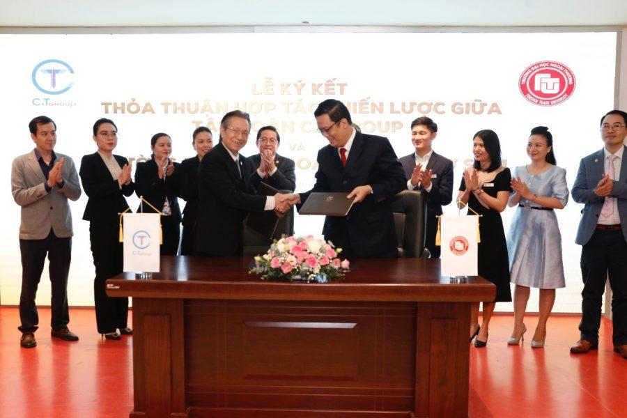 PGS, TS Nguyễn Xuân Minh – Giám đốc Cơ sở II và Ông Vũ Hồng Quang – Phó Chủ tịch HĐQT Tập đoàn C.T Group ký thỏa thuận hợp tác