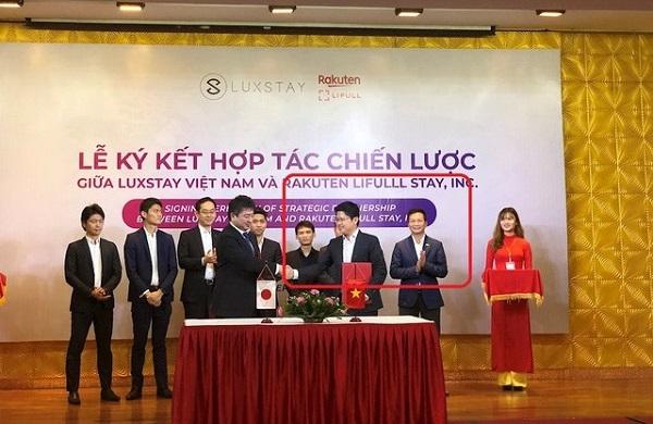 Shark Hưng xuất hiện trong một sự kiện ký kết giữa Luxstay và đối tác. Ảnh: ICTNews